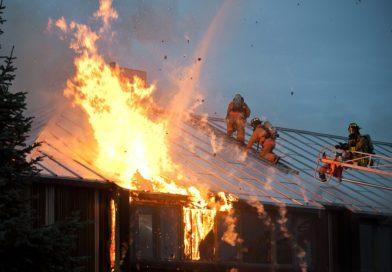 В Пензе в результате пожара в расселенном доме погиб человек