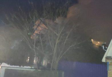 Утром в Кузнецке вспыхнул жилой дом
